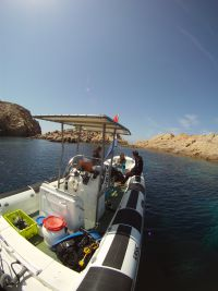 Perfekt für Anfänger, Schnorchler, Refresh- und Schnuppertaucher ist eine geschützte Bucht auf der vorgelagerten Insel La Pietra