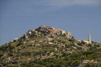 Sant'Antonino liegt auf einer Bergkuppe hoch über die Balagne