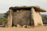 Einer der drei archäologischen Highlights von Cauria ist der Dolmen von Fontanaccia.