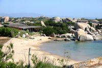 Die Insel wurde vor allem in den 1980er Jahren als exklusives Ferien-Resort für Millionäre und Milliardäre bekannt.