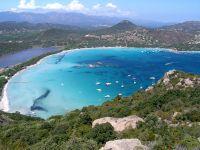 Dieser traumhafte Sandstrand gehört zu den bekanntesten und schönsten Stränden von Korsika.