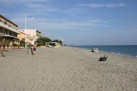 Der Küstenort Moriani Plage ist ein beliebtes Ferienziel und Hauptort der Costa Verde.