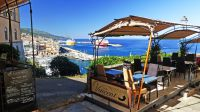 Besten Blick auf den Hafen von Bastia hat man von den zahlreichen Panorama-Restaurants in Terra Nova