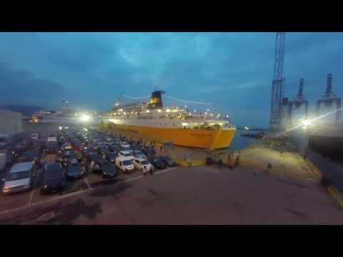 Corsica Ferries - Aankomst van de boot in Savona Italie