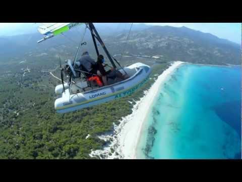 Flying Inflatable Boat über der Küste rund um Saint Florent
