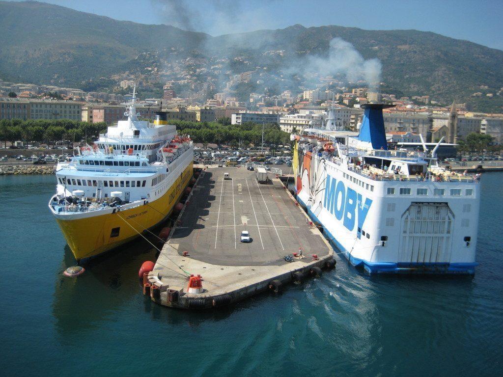 Anreise nach Korsika mit der Fähre oder dem Flugzeug